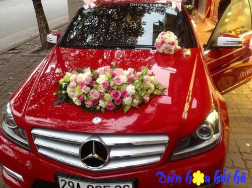 Xe hoa dùng hồng và cát tường