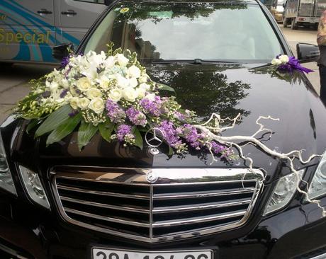 Xe hoa kết hồng trắng