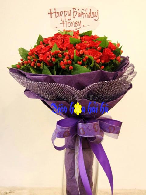Bó hoa hồng đỏ mắt ngọc