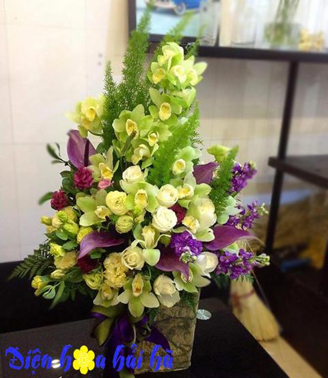 Giỏ hoa địa lan xanh