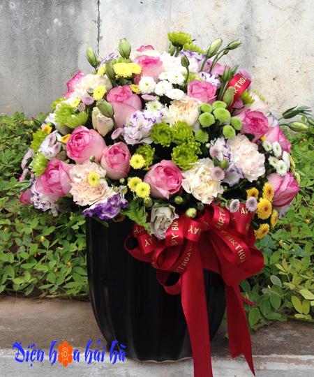 Bình hoa nhiều loại hoa