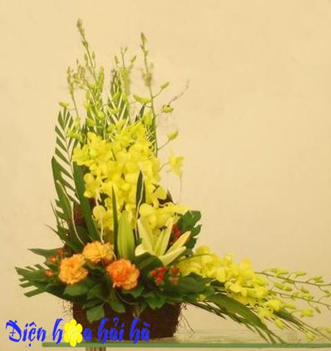 Giỏ hoa lan vàng