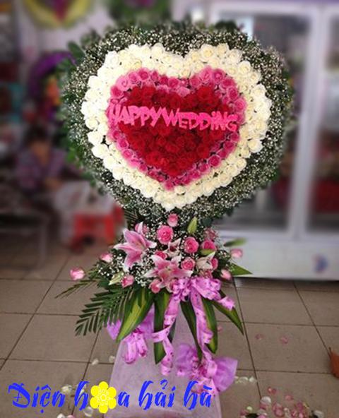 Kỷ niệm ngày cưới tặng hoa gì?