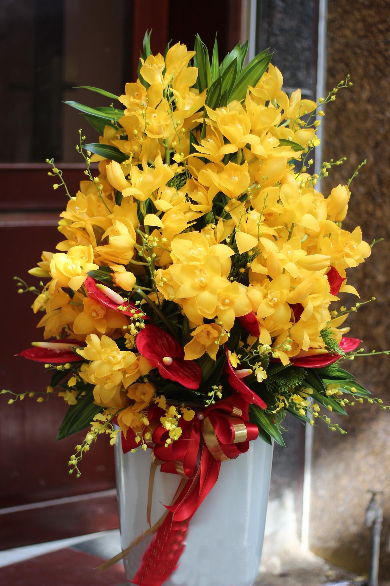 Giỏ hoa sang trọng chúc mừng