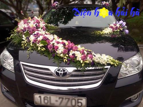 Xe hoa cưới hồng tím
