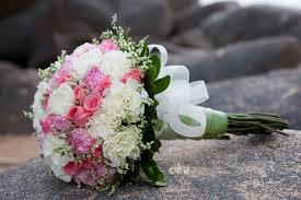 Bó hoa cưới bằng hoa cẩm chướng