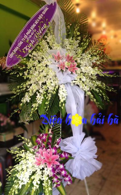 Lẵng hoa chia buồn hoa lan trắng ly hồng