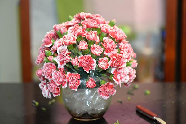 Hướng dẫn cắm bình hoa tặng mẹ 3