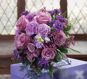 Bó hoa cưới bằng hoa hồng tím