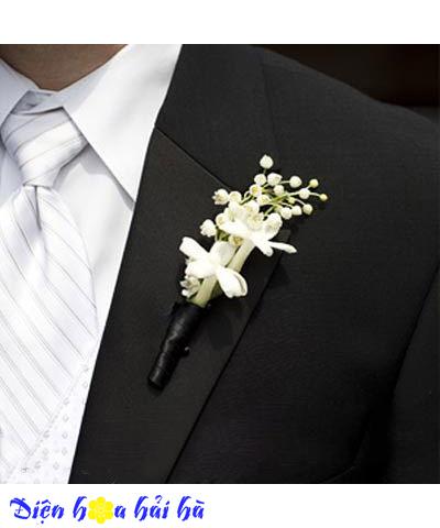 Hoa cài áo bằng hoa lan trắng