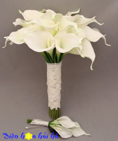 Bó hoa cưới bằng hoa rum trắng