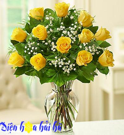 Bình hoa hồng vàng