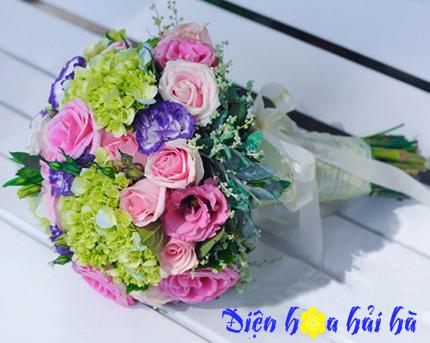 Bó hoa cưới bằng hoa hồng phấn