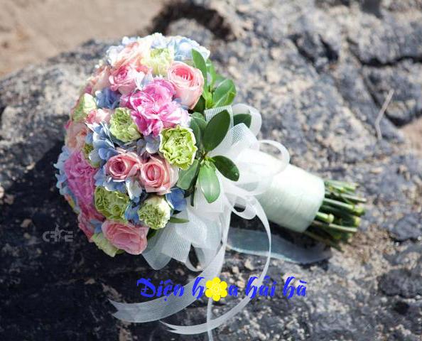 Bó hoa cưới nhiều mầu