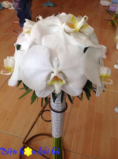 Bó hoa cưới bằng lan hồ điệp