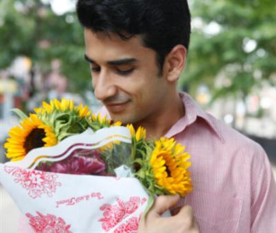 cách tặng hoa cho nam giới