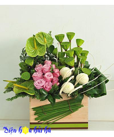 Hộp hoa hồng tím và đài sen