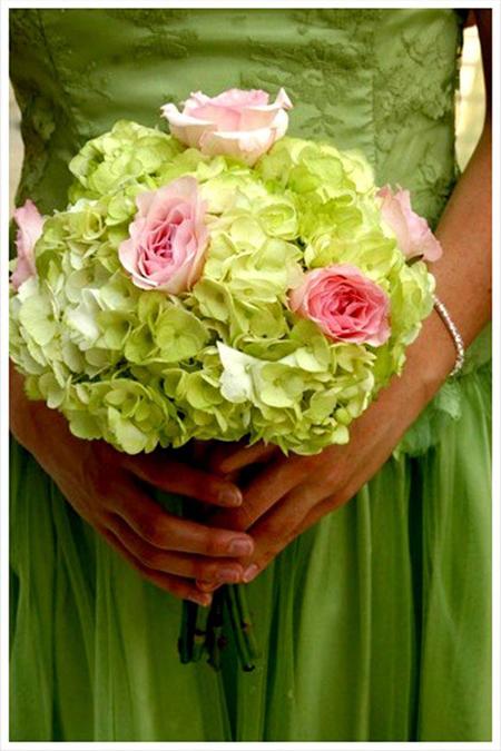 Bó hoa cưới bằng cẩm tú cầu mầu xanh lá