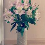 Bình hoa lily Peru hồng