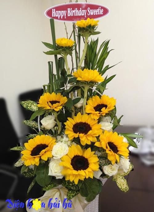 Giỏ hoa tặng kỷ niệm ngày cưới mẫu 28