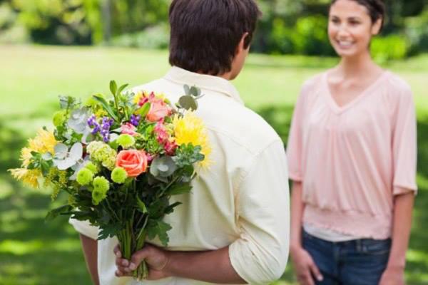 Cách tặng hoa mừng sinh nhật khi ở xa