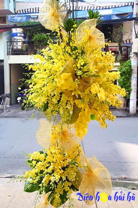 Điện hoa chúc mừng bằng hoa lan vàng sang trọng