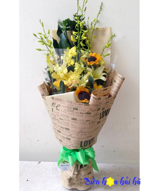 Bó hoa chúc mừng bằng giấy báo