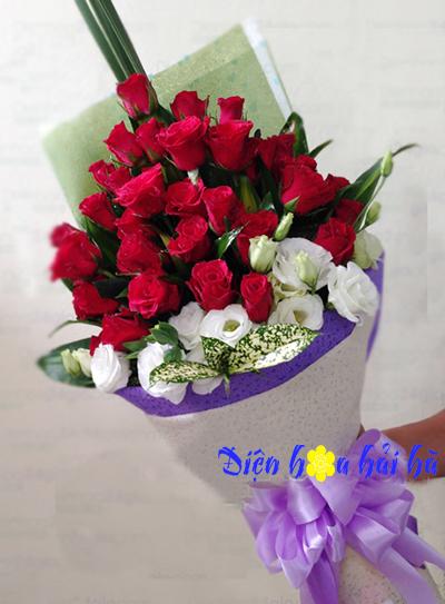 Bó hoa hồng đỏ lan tường