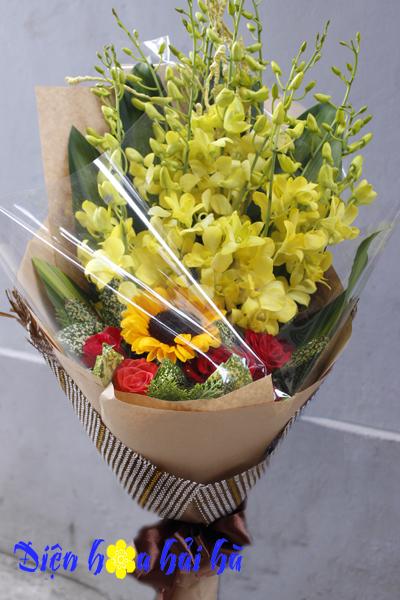 Bó hoa lan vàng