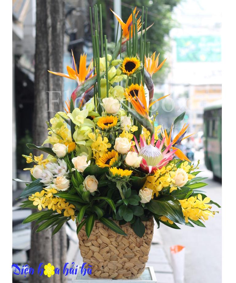 Giỏ hoa thiên điểu hoa vàng
