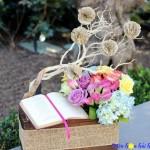 Lạ mắt kiểu cắm hoa tặng sinh nhật với sách