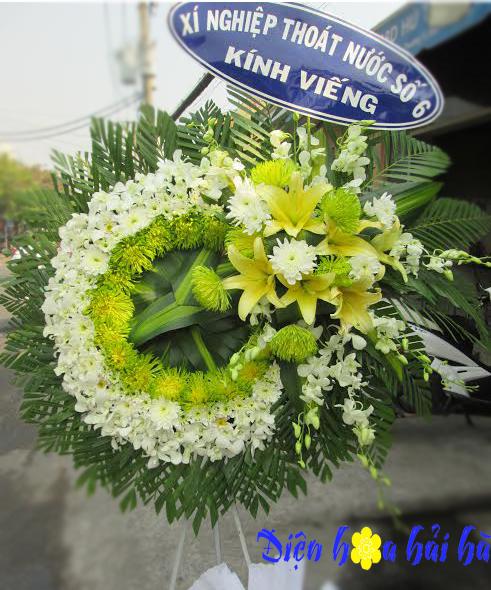 Vòng hoa chia buồn mầu trắng xanh