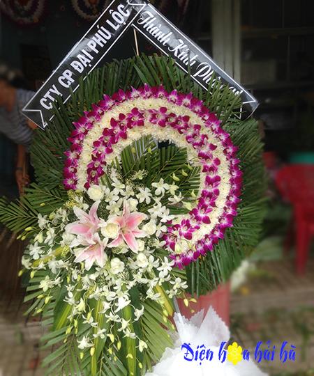 Vòng hoa đám tang cúc trắng lan tím