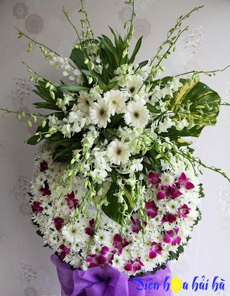 Vòng hoa đám tang tím trắng