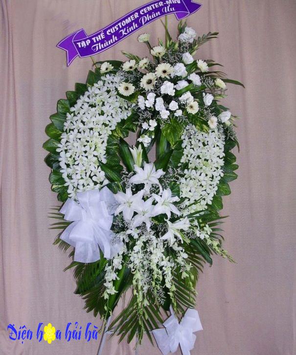 Vòng hoa tang đẹp lan trắng