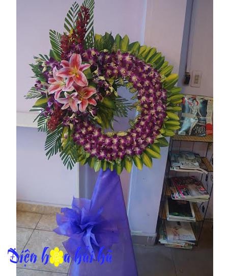 Vòng hoa viếng đám tang lan tím