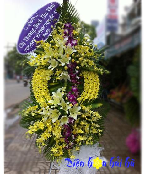 Vòng hoa viếng lan vàng