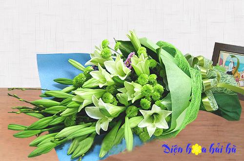 Bó hoa loa kèn cúc xanh