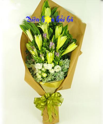 Bó hoa loa kèn lan tường