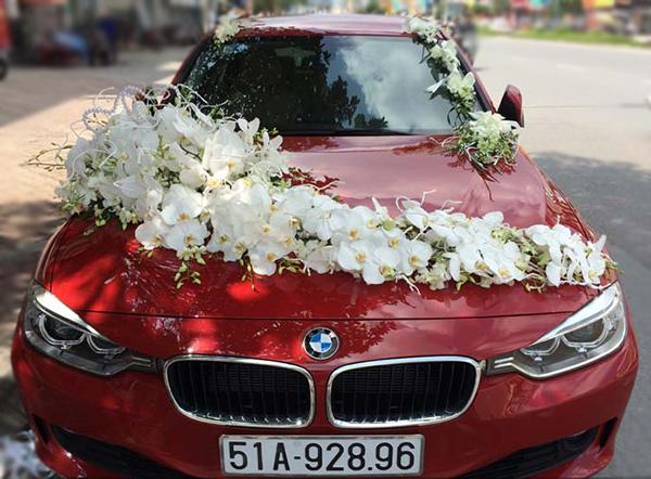 Mẫu xe hoa cô dâu đẹp hồ điệp trắng