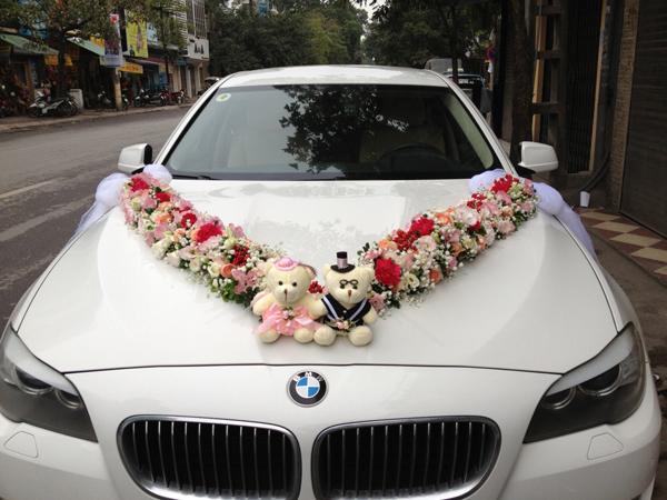 Mẫu xe hoa cô dâu hình chữ V