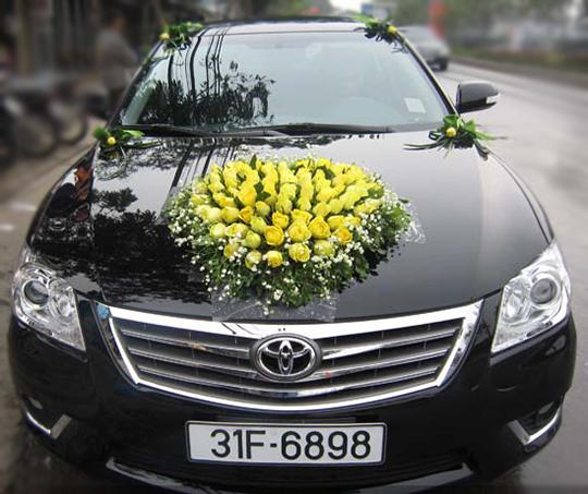 Mẫu xe hoa cô dâu hoa hồng vàng