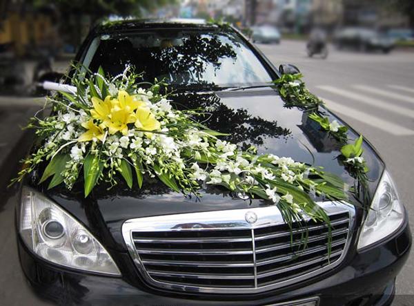 Mẫu xe hoa cô dâu lan trắng ly vàng