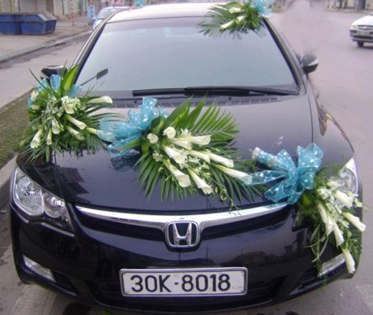 Mẫu xe hoa cô dâu hoa rum trắng