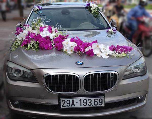 Mẫu xe hoa cưới đẹp hoa hồ điệp trắng tím