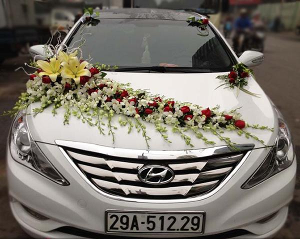 Mẫu xe hoa cưới đẹp hoa lan hồng đỏ