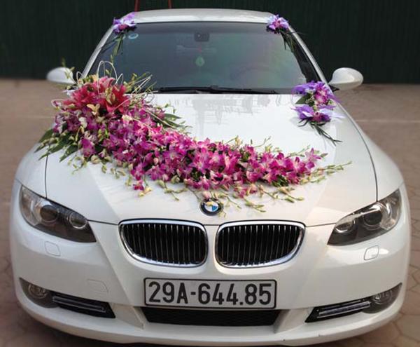 Mẫu xe hoa cưới đẹp hoa lan tím