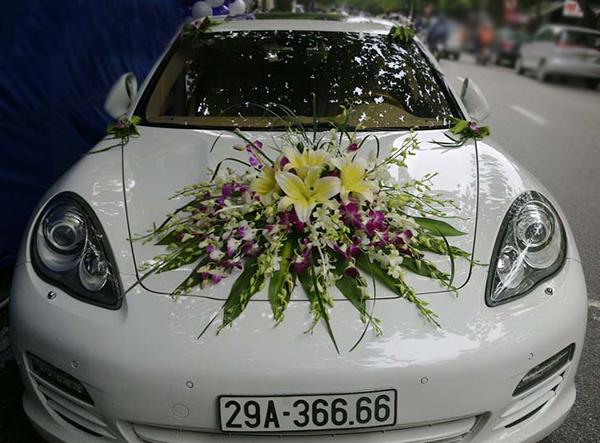 Trang trí xe hoa đám cưới lan tím ly vàng