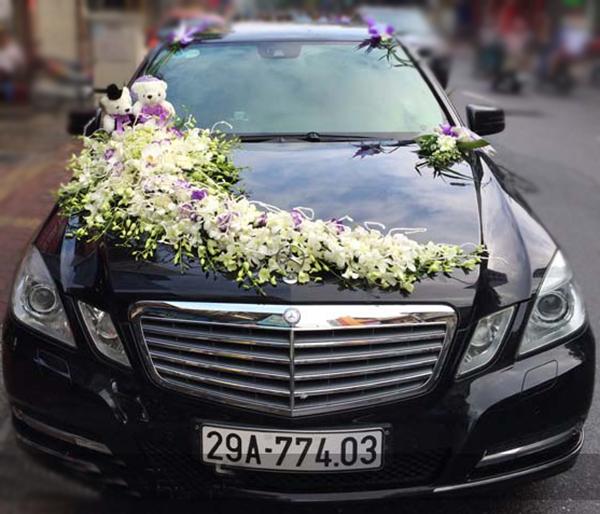 Trang trí xe hoa đám cưới hoa lan trắng