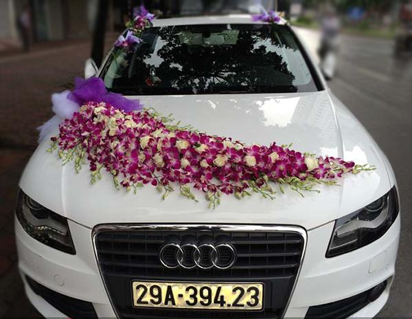 Xe hoa ngày cưới hoa lan tím trắng